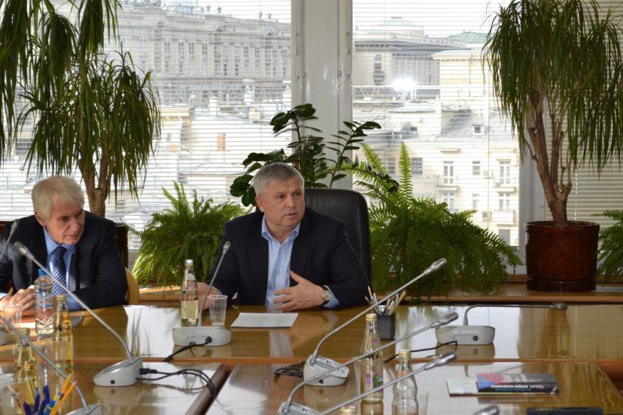 Профильный комитет Государственной Думы РФ рассмотрит вопрос «золотых парашютов»