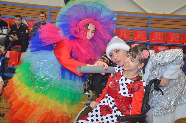 Праздничное новогоднее представление для воспитанников «Головеньковского детского дома-интерната»