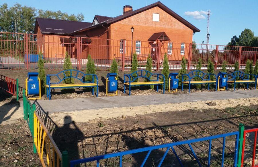 Продолжаются работы по благоустройству Аллеи Памяти в поселке Пронь Кимовского района.