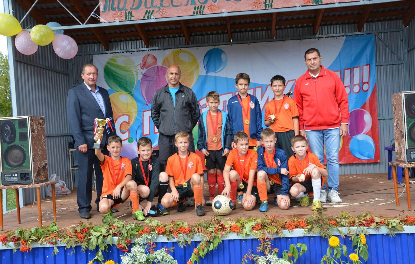 В поселке Степной Чернского района состоялся праздник в честь открытия парка «Рябинушка»