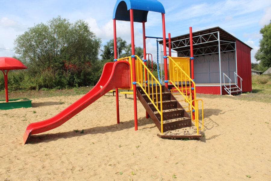 Село Исаково Веневского района украсила площадка для досуга и отдыха