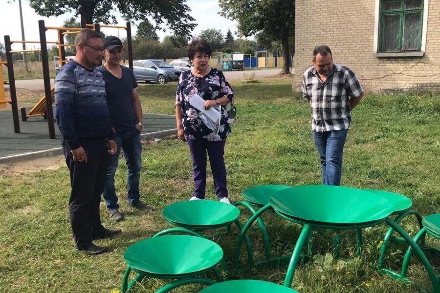 Центр села Смородино Узловского района украсила площадка для досуга и отдыха жителей
