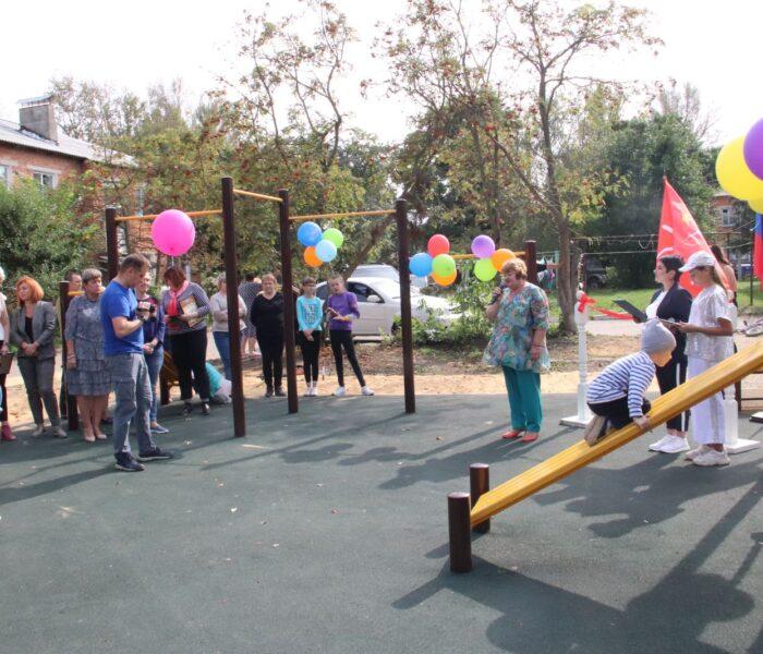 Жители поселка Молочные Дворы Плавского района будут заниматься спортом на современной воркаут-площадке